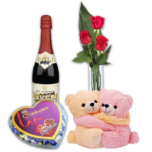 (81) Red Roses W/ Twin bear, Chocolate & Sparkling Juice