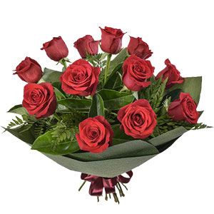 (04) 1 Dozen red roses in bouquet