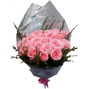 12pcs pink imported roses in a bouquet