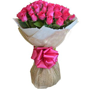 (09) 24 pcs imported Pink Roses in a bouquet
