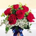 (47)6 pcs red roses in a glass vase